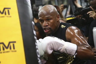 Freddie Roach: McGregor is not at the same level as Floyd Mayweather