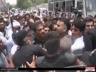 کراچی میں نرسز کے احتجاج پر پولیس کا لاٹھی چارج