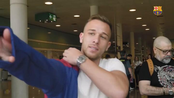 Así fueron las primeras horas de Arthur a su llegada a Barcelona