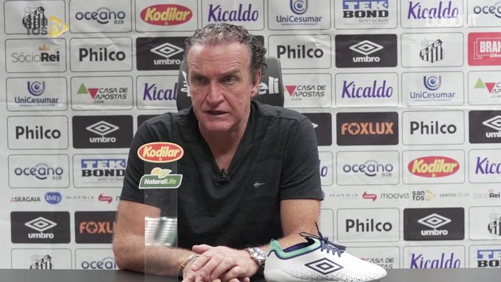 Cuca critica arbitragrem, mas vê Santos com atuação ruim no Maracanã