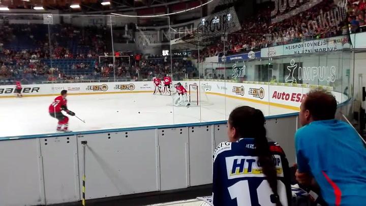 Petr Cech vuelve a la portería... ¡de hockey hielo!