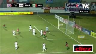 Kervin Arriaga perdona a Olimpia en una clara acción de gol frente a Edrick Menjívar