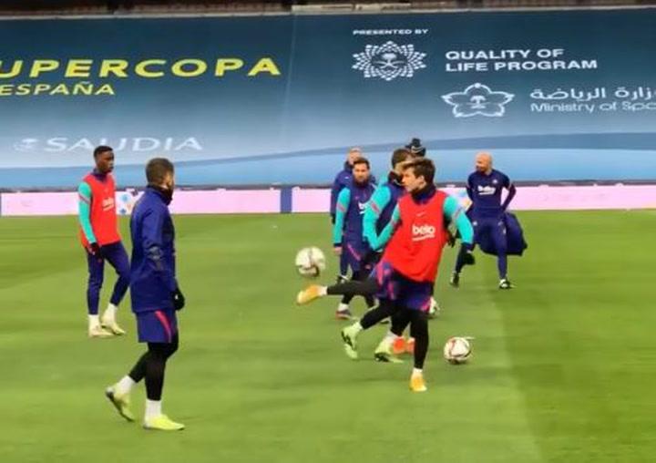 ¡De lujo! Los malabares de Jordi Alba y Riqui Puig antes de la final de la Supercopa