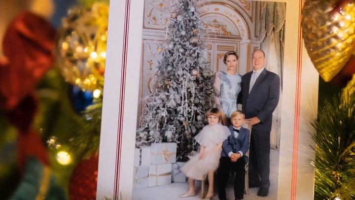 Jacques y Gabriella de Mónaco, protagonistas de un cuento de Navidad en su felicitación