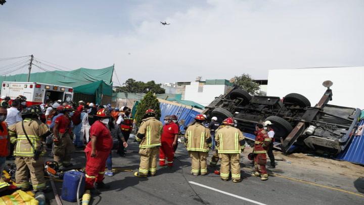 San Isidro: volcadura de una grúa dejó siete personas heridas