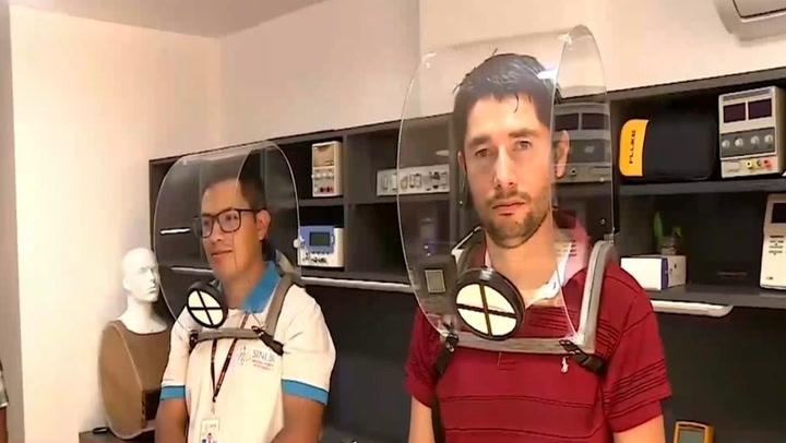 Jóvenes ingenieros crean cascos que evitan contagios por COVID-19