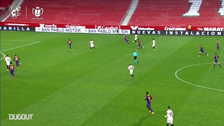 Zagueiro do Sevilla arranca e faz golaço contra o Barcelona na Copa do Rei