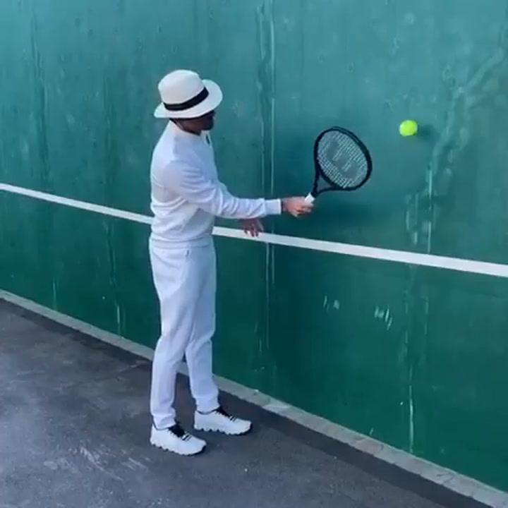 Federer reta a Nadal, Djokovic, Cristiano, Rossi y Curry