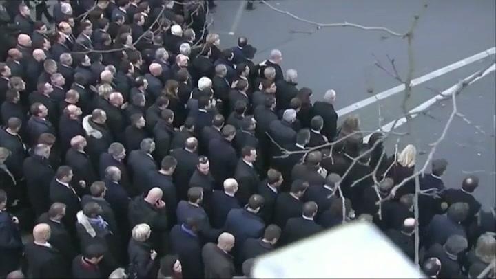 Regeringsleiders lopen mee in mars Parijs