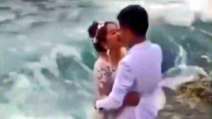 Paret skulle bare ta brudebilde...