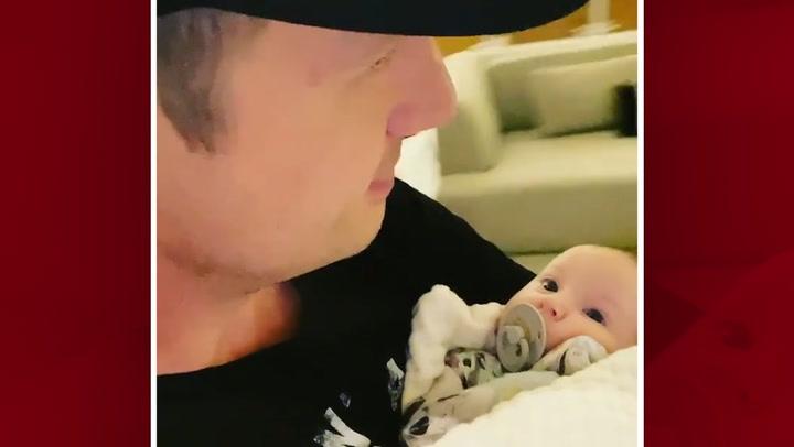 Nick Carter comparte un tierno momento con su bebé en plena crisis familiar