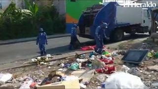 Personal de aseo de la AMDC realiza labores de recolección y limpieza en calles capitalinas
