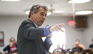 U.S. Sen. Sherrod Brown visits Culinary Union 226