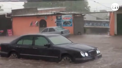 Anegadas calles de colonia Miraflores por fuerte aguacero