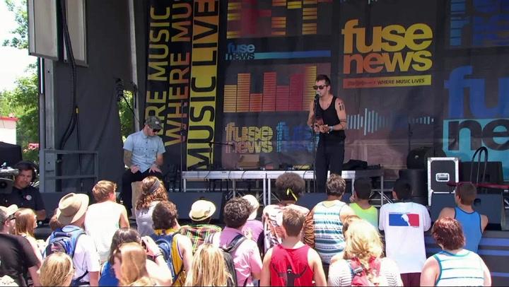 "Twenty One Pilots Perform ""House of Gold"" at Bonnaroo 2013"