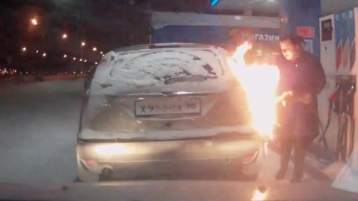 Korttenkt kvinne setter fyr på egen bil