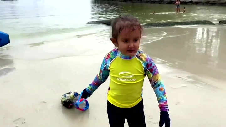 Adorable 4-year-old girl clears plastic from Brazilian beaches because otherwise 'fish and turtles die'