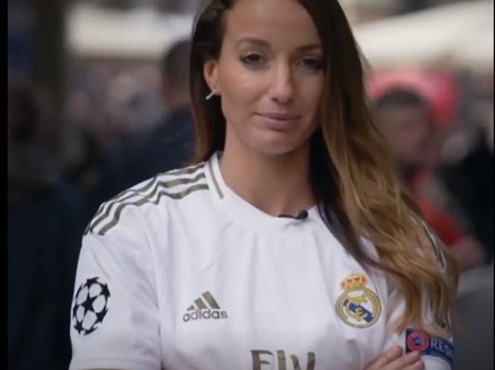 Asllani ya posa con la camiseta del Real Madrid