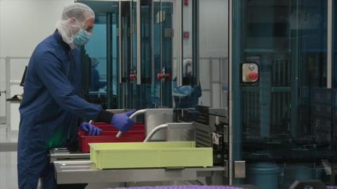 EE.UU. compite entre sí por la vacuna mientras se impone el uso de mascarilla