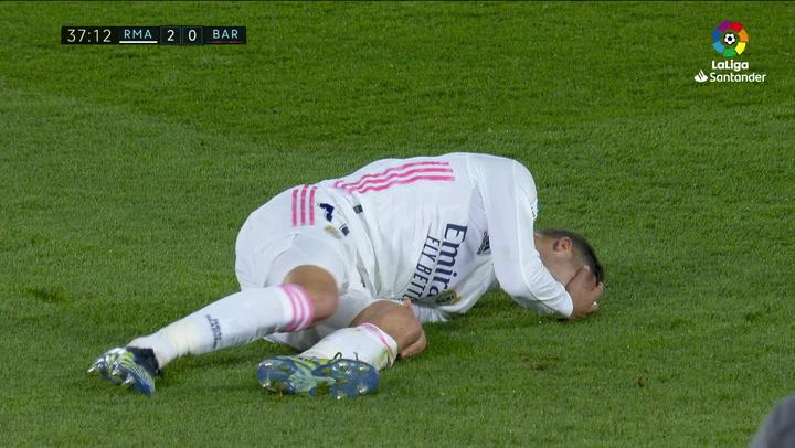 La lesión de Lucas Vázquez tras chocar con Busquets