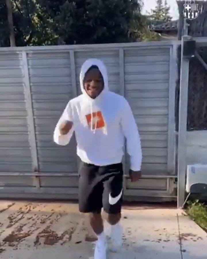 Ansu Fati celebra  bailando que ya es del primer equipo