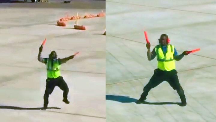 Dansende flyplassansatt ga passasjerene hakeslepp