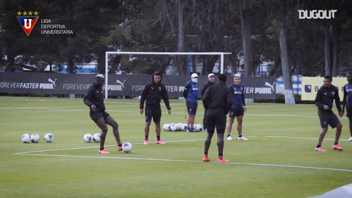 Liga de Quito's rondo in training