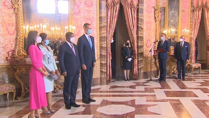 Los Reyes almuerzan con el presidente y la primera dama de Angola en el Palacio Real
