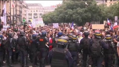 Más de 200.000 personas se manifiestan en Francia contra el pasaporte sanitario