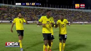 Damion Lowe anota de cabeza el tercero para Jamaica