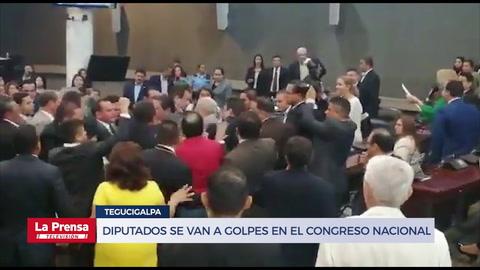 Diputados se van a golpes en el Congreso Nacional de Honduras