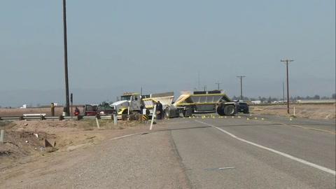 Colisión entre camioneta y camión deja una decena de muertos en California