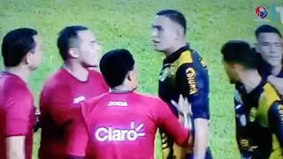 Omar Rosas y Alejandro Reyes denunciaron ante las cámaras de televisión una falta de respeto del primer asistente.