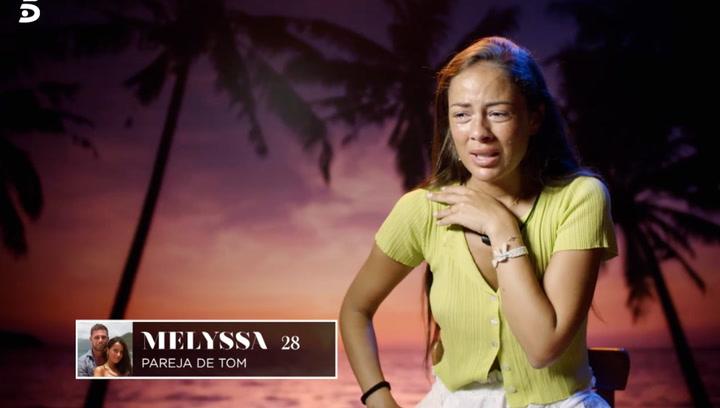 Melyssa se escapa de su villa para ver a Tom y recriminarle su comportamiento con las solteras