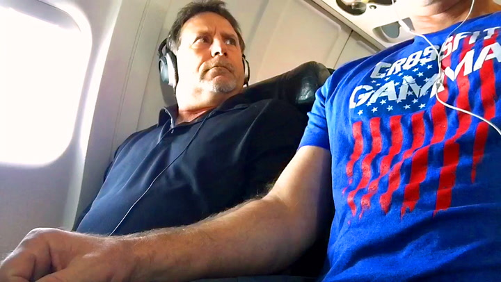 Flypassasjer fikk nok av irriterende sidemann