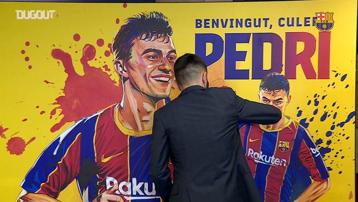 Pedri shows off his skills in a Barça shirt at Camp Nou