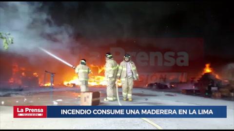 Incendio consume una maderera en La Lima