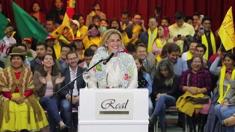 Mandataria interina de Bolivia anuncia su candidatura a la presidencia