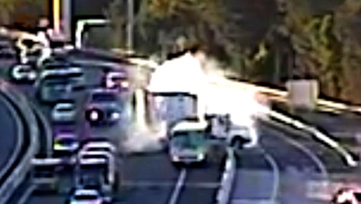 Den uoppmerksomme sjåføren risikerer 20 barneliv på motorveien