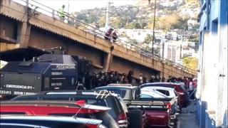 Vuelven disturbios al Nacional por cierre de portones del sector de Sombra