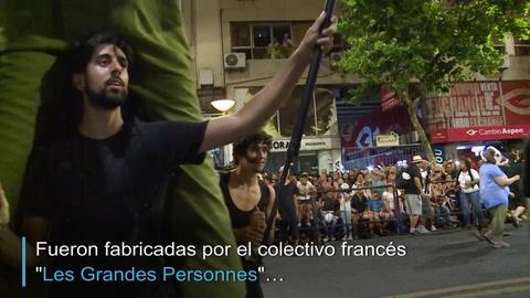 Marionetas gigantes francesas en el carnaval de Uruguay