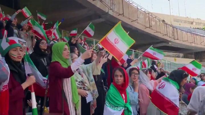 Las mujeres de Irán pueden acceder a un partido de fútbol masculino tras 40 años