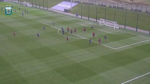 Messi le bajó el telón al ensayo de fútbol con un golazo de otro planeta