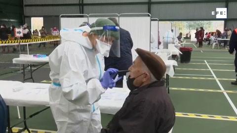Comunidades exprimen medidas para frenar al virus, que dispara su incidencia