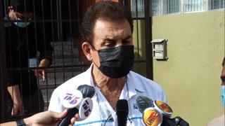 Salvador Nasralla llega al CNE para renunciar a su candidatura presidencial para las elecciones generales