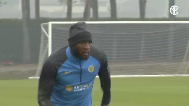 Romelu Lukaku se ejercita con el Inter de Milan