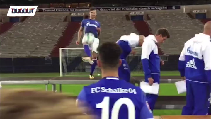 Players Start Keepy-ups during Photoshoot!