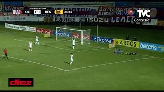 ¿Penal o piscinazo? Ramiro Rocca cae en el área de Olimpia y el árbitro le muestra amarilla