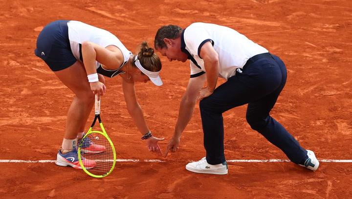 Polémica arbitral en semifinales femeninas de Roland Garros por una decisión errónea con punto de 'match'
