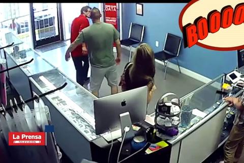 Hombre celoso golpea a otro que miraba el trasero de su mujer